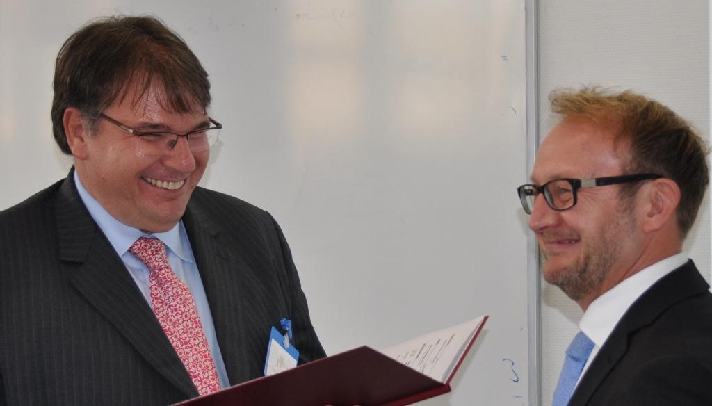 Prof. Dr. Stefan Stein ernennt Dr. Robert Daubner zum Professor