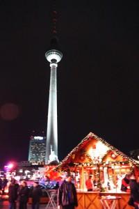 Weihnachtsmarkt Berlin: Fernsehturm am Weihnachtsmarkt