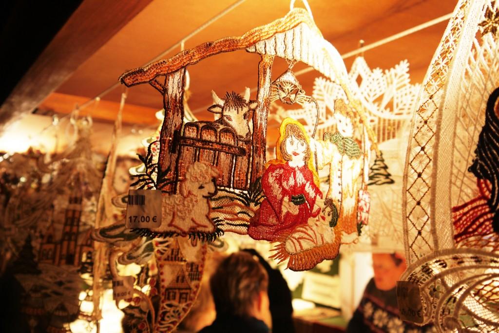 Weihnachtsmarkt Berlin: Traditionelle weihnachtliche Stickerei