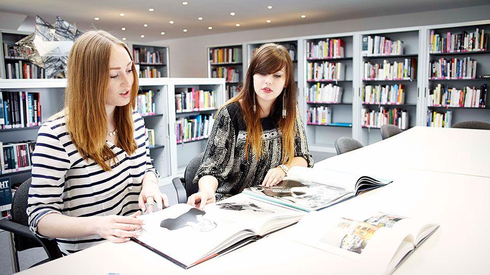 Eine Expertin gibt Tipps, wie man als junger Mensch Karriere macht.