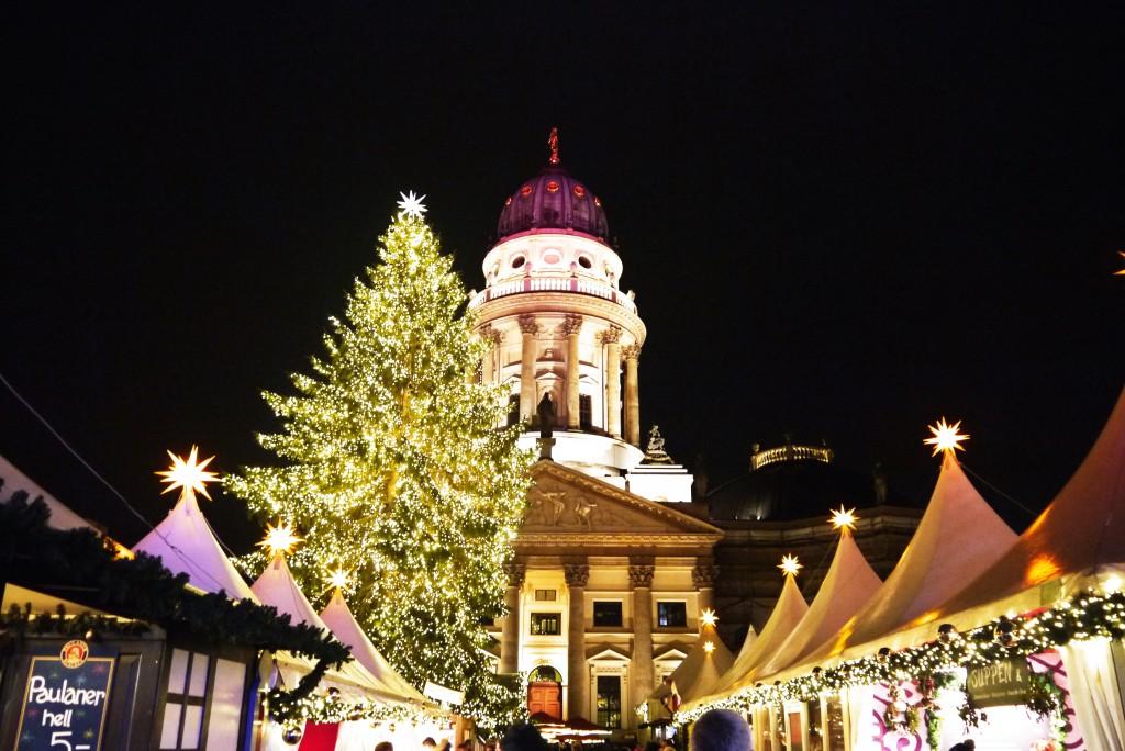 Weihnachtsmarkt Berlin: Gendarmenmarkt im Weihnachtsdress