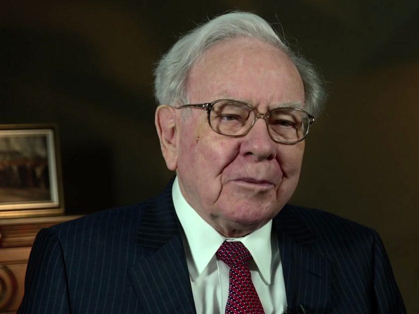 Warren Buffett weiß, wie man Geld durch Geld verdient. Gute zu wissen: Man muss nicht schlau sein, um reich zu werden