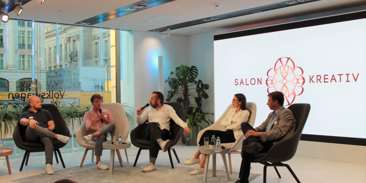 Werbung und Journalismus: Wo liegen die Grenzen? Man diskutierte im Salon Kreativ, u.a. Dirk Benninghoff, Susan Saß und Prof. Dr. Thomas Becker